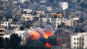 Israelin ilmaiskun jälkiä Gazan kaupungissa.