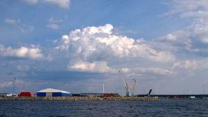 Ajoksen satama mereltä kuvattuna