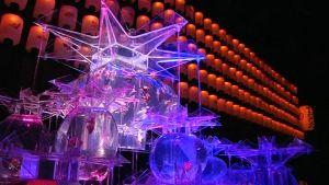 Tokiolaisen taideakvaarion led-valoin valaistuissa altaissa ui 5000 kultakalaa.