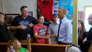 Yhdysvaltain presidentti Barack Obama yllätti austinilaisen grilliravintolan asiakkaat ilmaantumalla paikalle lounaalle.