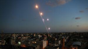 Hamasin aseellinen siipi ampui raketteja kohti Israelia 13. heinäkuuta.