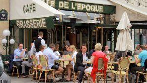 Kahvila Pariisissa.