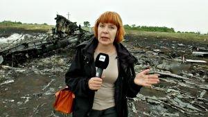 Marja Manninen malesialaisen matkustajakoneen turmapaikalla Graboven kylän lähistöllä Ukrainassa 18. heinäkuuta 2014.