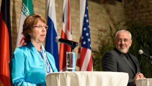 Unionin ulkoasioiden ja turvallisuuspolitiikan korkea edustaja Catherine Ashton ja Iranin ulkoministeri Javad Zarif lehdistötilaisuudessa neuvottelun jälkeen Wienissä, Itävallassa 19.heinäkuuta 2014.