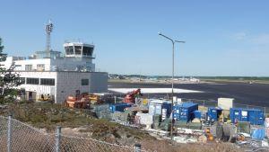 Turun lentoasema ja remonttitarvikkeita