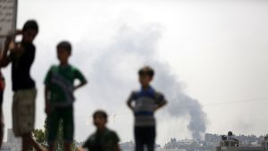 Palestiinalaispojat osallistuivat Israelin ilmaiskussa kuolleen al-Kelanin perheen hautajaisiin tiistaina 22. heinäkuuta Beit Lahiassa.