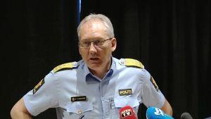 Odd Reidar Humlegård Norjan terroriuhkaa koskevassa tiedostustilaisuudessa 25. heinäkuuta 2014.