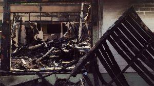 Motellin tuhoutuneita sisätiloja.