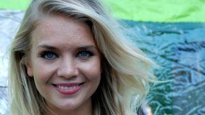 Miss Suomi Lotta Hintsa haluaa ajaa rallia.