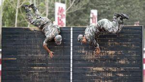 Valokuvassa kiinalaiskadetteja harjoitusleirillä Pekingissä heinäkuussa 2014.