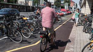 Uudet pyöräkaistat Turun Kauppiaskadulla