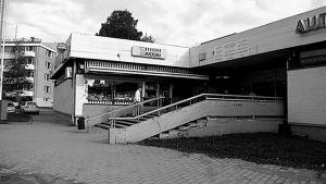 Maunulan ostoskeskus.