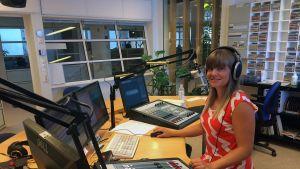 Maija-Liisa Juntti Lapin Radion studiossa.