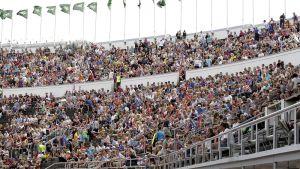 Yleisö oli reilusti HJK-Barselona-ottelussa