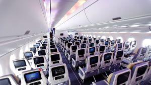 Lentokoneen turistiluokka.