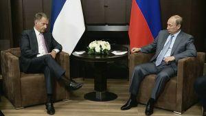 Tasavallan presidentti Sauli Niinistö (vas.) ja Venäjän presidentti Vladimir Putin tapasivat 15. elokuuta 2014.