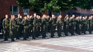 Sotilasvalaa vannotaan Riihimäen torilla
