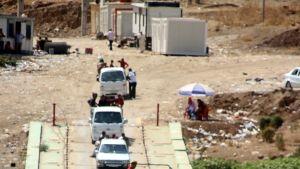 Jesidivähemmistöön kuuluvat ihmiset ylittävät Syyrian ja Irakin välisen rajan Tigris-joella, Fishkhabourissa Pohjois-Irakissa 15. elokuuta 2014.
