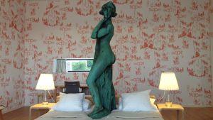 Havis Amanda konservoitiin vuonna 2014 hotellihuoneen suojissa.