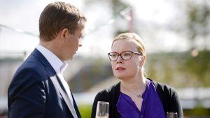 Maa- ja metsätalousministeri Petteri Orpo ja sosiaali- ja terveysministeri Laura Räty Lonnan saarella Helsingissä perjantaina 22. elokuuta.