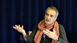 Oliver Assayas.