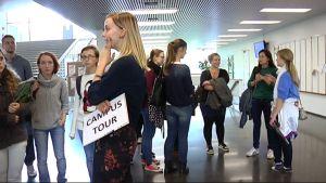 Kansainväliset vaihto-oppilaat yliopistokierroksella