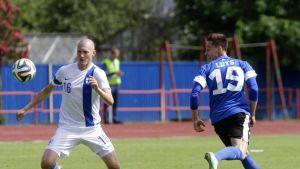 Joni Kauko (vas) ja Viron maajoukkueen Siim Luts (arkistokuva).
