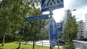 Rantaraitin viitta Jyväskylän Suuruspäässä Kuokkalassa.
