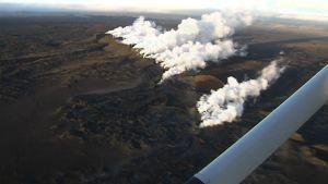 Savu nousee Bardarbungan tulivuoren purkaushalkeamasta Islannissa.