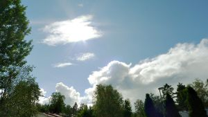 Pilviä taivaalla.