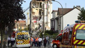 Räjähdyksessä vaurioitunut talo.