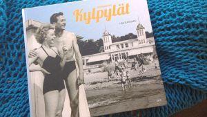Kotimaisen kylpyläkulttuurin historiasta kertova teos esittelee myös Rauman unohdetun kylpylän 1800-luvulta.
