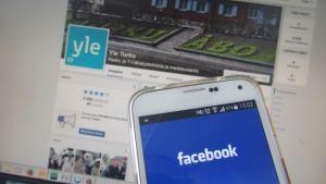 Facebook-sovelluksia eri laitteilla.