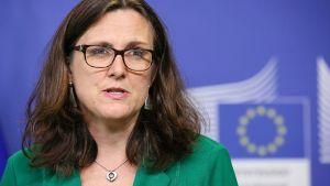 Cecilia Malmström lehdistötilaisuudessa.