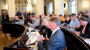 Hämeenlinnan valtuusto aloittelemassa syksyn 2014 ensimmäistä kokousta
