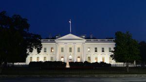 Valkoinen talo.