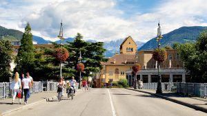 Talveran silta jakaa Bolzanon italian- ja saksankielisiin alueisiin.