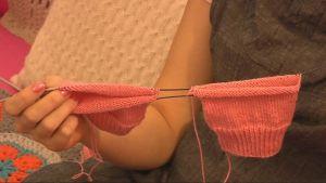 Magic loop -tekniilla voi neuloa vaikkapa kahdet lapset yhtä aikaa.