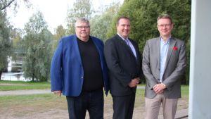 Kaarlo Julkunen(vas), Juha Kivelä ja Timo Lappi .JPG