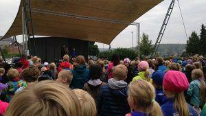 Unicef-tapahtuma Hämeenlinnan Linnanpuistossa