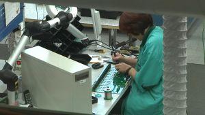 Työntekoa DA-Designin tehdastiloissa