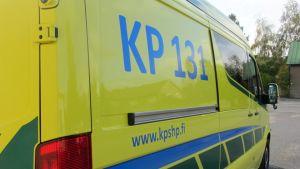 Kuvassa Keski-Pohjanmaan sairaanhoitopiirin ambulanssi