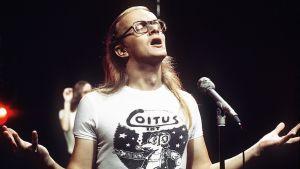 Juice Leskinen ja Coitus Int -yhtye TV2:n Iltatähti-ohjelmassa vuonna 1976.