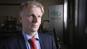 Keskustan eduskuntaryhmän puheenjohtaja Kimmo Tiilikainen.