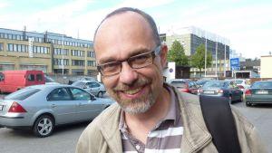 Tekniikan tohtori Juha Korpijärvi, joka toimii sähkötekniikan yliopettajana Mikkelin ammattikorkeakoulussa