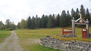 Keminmaan vanhankirkon perinnemaisema, kiviaita ja portti