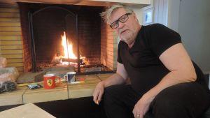Kari Väänänen kotonaan Kemijärvellä