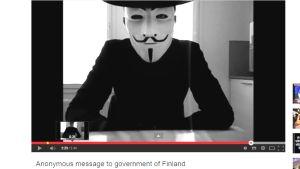 Kuvakaappaus Anonymous-ryhmän julkaisemasta Youtube-videosta.