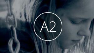 A2-ilta: Tyttö keinussa
