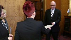 Kansalaisaloite tasa-arvoisesta avioliittolaista luovutettiin  eduskunnan puhemies Eero Heinäluomalle joulukuussa 2013.